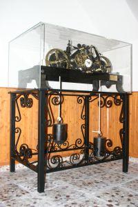 relojes de torre antiguos expuestos